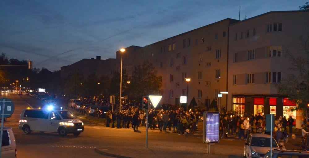 Fackel- und Laternenumzug im Rostocker Hansaviertel