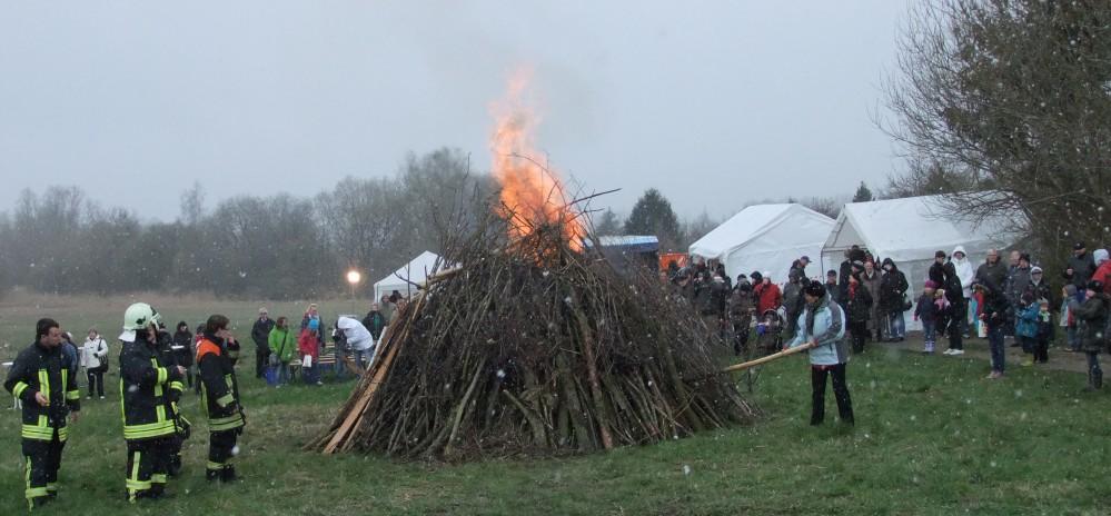 Osterfeuer auf der Zingelwiese in Dierkow